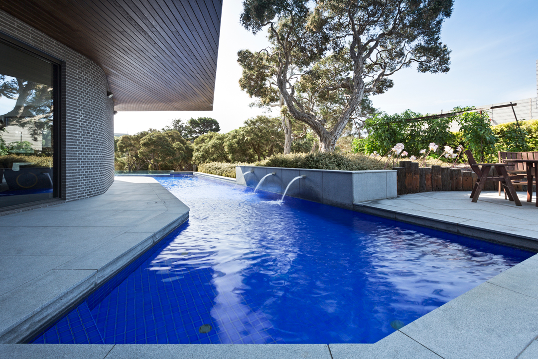 Coastal pools spas melbourne pool and outdoor design for Outdoor swimming pools melbourne